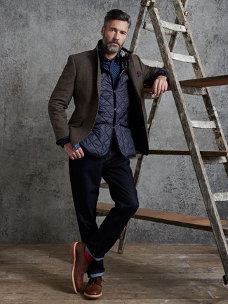 How to Wear a Dark Brown Wool Blazer For Men: For something on the semi-casual side, you can rock a dark brown wool blazer and navy jeans. To bring a bit of depth to this look, complete your getup with brown leather brogues.