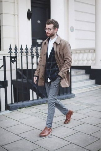 How to Wear a Navy Check Blazer For Men: For laid-back elegance with a rugged spin, wear a navy check blazer and grey chinos. Complete your look with a pair of brown leather casual boots et voila, the ensemble is complete.