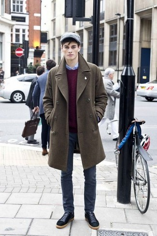 How to Wear a Grey Flat Cap For Men: This combo of an olive overcoat and a grey flat cap speaks comfort and versatility. Black suede low top sneakers are a savvy choice to complete your ensemble.