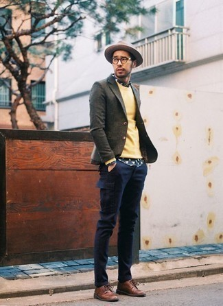 How to Wear a Yellow Crew-neck Sweater For Men: A yellow crew-neck sweater and navy cargo pants are the kind of casual must-haves that you can wear for years to come. A trendy pair of brown leather derby shoes is the simplest way to power up this getup.