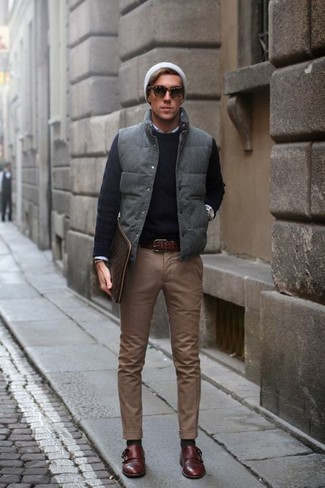 How to wear: brown chinos, white long sleeve shirt, black crew-neck sweater, grey quilted gilet