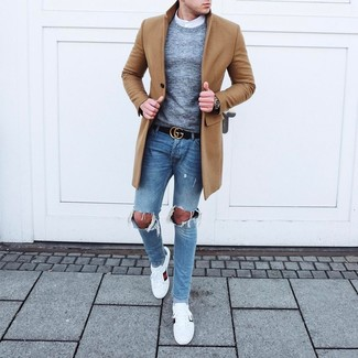 How to wear: light blue ripped skinny jeans, white long sleeve shirt, grey crew-neck sweater, camel overcoat