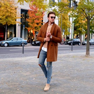 How to wear: blue ripped skinny jeans, white long sleeve shirt, tan crew-neck sweater, tobacco overcoat