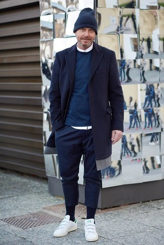 How to Wear Navy Chinos: For relaxed refinement with a masculine take, you can rock a navy overcoat and navy chinos. For something more on the daring side to round off this look, add a pair of white leather low top sneakers to the equation.