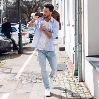 How To Wear White Sneakers With a White Crew-neck T-shirt | Men's ...