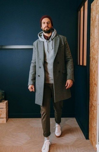 Men's Looks & Outfits: What To Wear In Fall: This ensemble with a grey overcoat and olive chinos isn't hard to score and easy to change. Let your expert styling truly shine by completing this ensemble with white low top sneakers. Can you see how super easy it is to look dapper and stay comfortable come chillier days, thanks to this outfit?