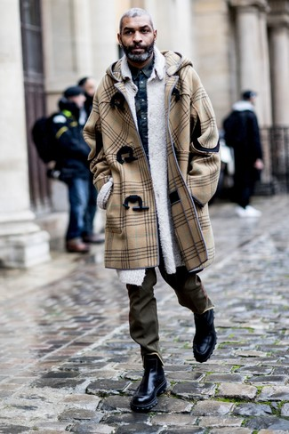 How to Wear Black Leather Chelsea Boots For Men: For a casually stylish outfit, pair a camel duffle coat with olive chinos — these two pieces play nicely together. Black leather chelsea boots will breathe an extra dose of style into an otherwise straightforward look.