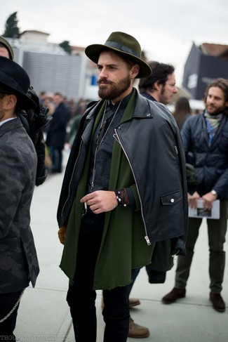 How to wear: black skinny jeans, black gingham long sleeve shirt, olive shawl cardigan, black leather biker jacket