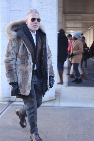 How to Wear Black Leather Gloves For Men: For a casual outfit with a contemporary spin, make a brown fur coat and black leather gloves your outfit choice. Play up the classiness of this outfit a bit by slipping into dark brown leather desert boots.