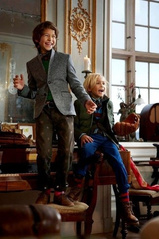 Boys' Looks & Outfits: What To Wear In 2020: Suggest that your little guy dress in a grey blazer and dark brown jeans for a trendy and easy going look. This getup is complemented wonderfully with brown leather desert boots.