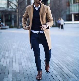 How to wear: navy skinny jeans, white long sleeve shirt, navy v-neck sweater, camel overcoat