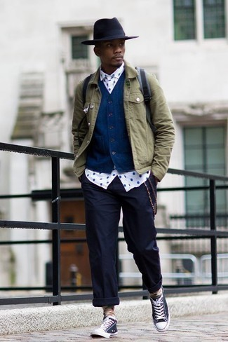 How to Wear a Navy Waistcoat: Channel your inner Kingsman agent and pair a navy waistcoat with navy chinos. Feeling bold? Tone down your outfit by sporting a pair of navy and white canvas low top sneakers.