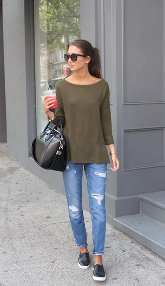 An olive long sleeve t-shirt and blue destroyed jeans is a savvy combination worth integrating into your wardrobe. Black leather slip-on sneakers will give your look an on-trend feel.