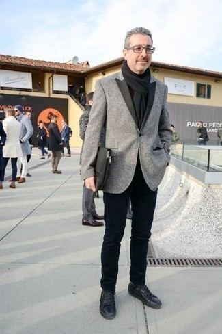 How to Wear a Black Scarf For Men: Teaming a grey blazer with a black scarf is a great idea for a relaxed casual getup. Avoid looking too casual by finishing off with a pair of black leather low top sneakers.