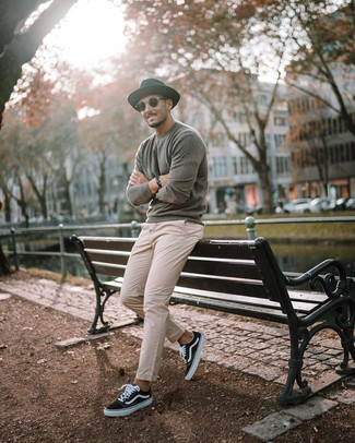 How to wear: black wool hat, black and white canvas low top sneakers, beige chinos, grey crew-neck sweater