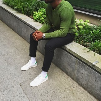 How to Wear a Green Crew-neck Sweater For Men: This combo of a green crew-neck sweater and black chinos is a safe and very stylish bet. Rounding off with a pair of white leather low top sneakers is a surefire way to inject an element of stylish nonchalance into this look.