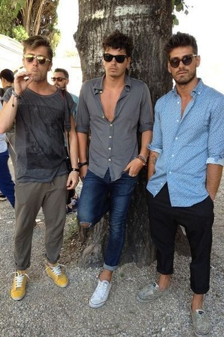 How to wear: olive sunglasses, mustard low top sneakers, olive chinos, charcoal print crew-neck t-shirt