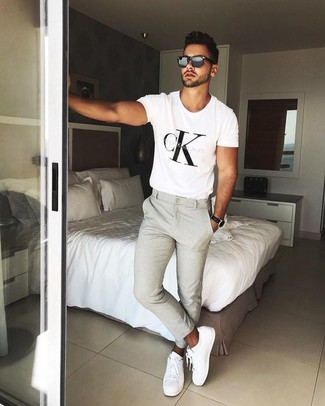 How to wear: black sunglasses, white leather low top sneakers, beige chinos, white and black print crew-neck t-shirt