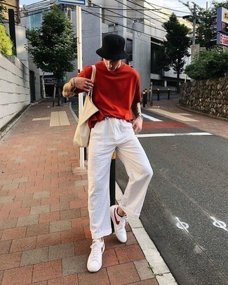 How to Wear a Red Crew-neck T-shirt For Men: No matter where you go over the course of the day, you can rely on this casual combination of a red crew-neck t-shirt and white linen chinos. Introduce white leather low top sneakers to the equation and off you go looking dashing.