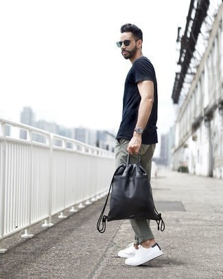 How to Wear a Black Leather Backpack For Men: Who said you can't make a stylish statement with a casual look? That's easy in a navy crew-neck t-shirt and a black leather backpack. Clueless about how to complete your ensemble? Wear white canvas low top sneakers to kick it up a notch.