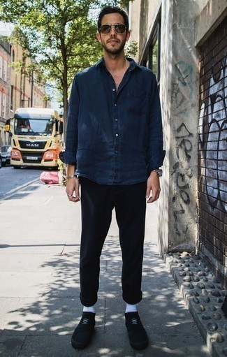 How to Wear Black Canvas Low Top Sneakers For Men: A navy denim shirt and black chinos are a combination that every modern gentleman should have in his casual routine. Add black canvas low top sneakers to the mix and off you go looking boss.