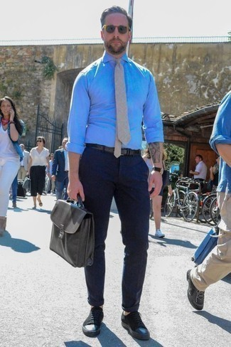 How to Wear a Beige Tie For Men: For polished style with a fashionable spin, you can easily dress in a light blue chambray dress shirt and a beige tie. For something more on the daring side to complete your look, introduce a pair of black canvas low top sneakers to the mix.