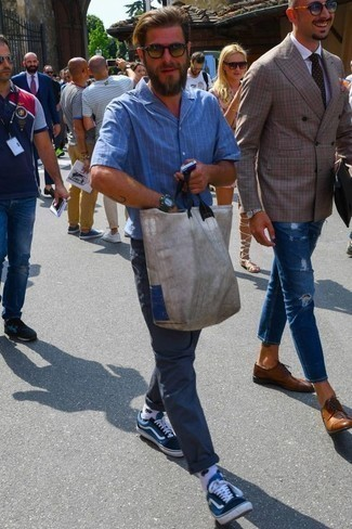 Men's Looks & Outfits: What To Wear In 2020: A blue vertical striped short sleeve shirt and navy chinos are a wonderful look to have in your current off-duty repertoire. When it comes to footwear, this look is rounded off well with navy and white canvas low top sneakers.
