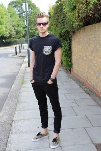 Wear Black Jeans With Canvas Shoes