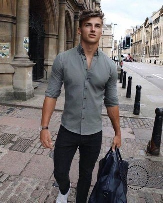 How to Wear Black Jeans For Men: You'll be amazed at how extremely easy it is for any gent to throw together this off-duty outfit. Just a grey long sleeve shirt paired with black jeans. If you're clueless about how to finish off, introduce white canvas low top sneakers to the equation.