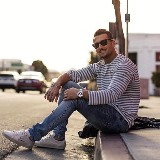 How to wear: black sunglasses, white low top sneakers, light blue ripped jeans, white and navy horizontal striped long sleeve t-shirt