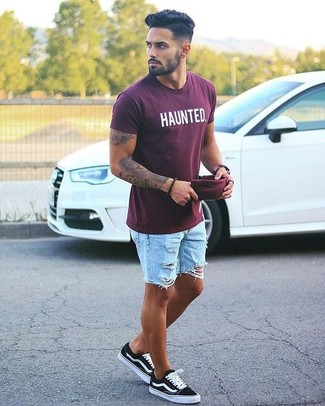How to wear: burgundy baseball cap, black low top sneakers, light blue ripped denim shorts, burgundy print crew-neck t-shirt