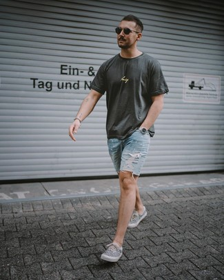 How to wear: black sunglasses, grey print canvas low top sneakers, light blue ripped denim shorts, charcoal print crew-neck t-shirt