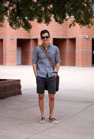 How to Wear Grey Canvas Low Top Sneakers For Men: When comfort is a must, this pairing of a blue long sleeve shirt and navy shorts is a no-brainer. Grey canvas low top sneakers are a savvy choice to complete your ensemble.
