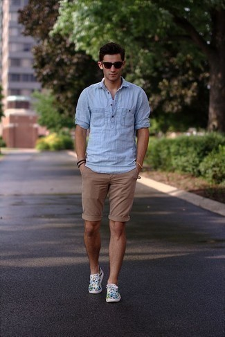 How to Wear Tan Shorts For Men: This combo of a light blue linen long sleeve shirt and tan shorts is a safe and very stylish bet. Look at how nice this look is rounded off with a pair of multi colored print canvas low top sneakers.