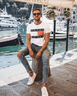 How to wear: black sunglasses, white leather low top sneakers, blue ripped skinny jeans, white print crew-neck t-shirt