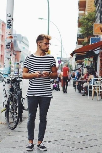How to Wear a White and Black Horizontal Striped Crew-neck T-shirt For Men: A white and black horizontal striped crew-neck t-shirt and navy skinny jeans are veritable staples if you're figuring out a casual wardrobe that matches up to the highest menswear standards. To give your overall ensemble a smarter finish, complete this outfit with a pair of black and white canvas low top sneakers. Ideal if you're after some incredibly inspiring style for 20-something guys.