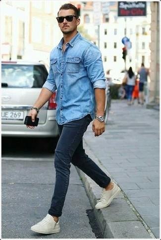 How to wear: black sunglasses, beige low top sneakers, navy skinny jeans, blue denim shirt