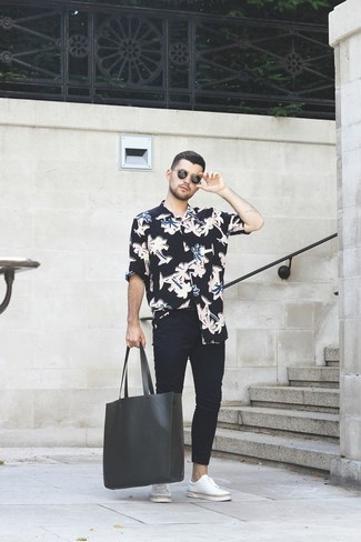 How to Wear a Black Leather Tote Bag For Men: One of the coolest ways for a man to style out a black floral long sleeve shirt is to wear it with a black leather tote bag for a casual ensemble. Introduce a pair of white leather low top sneakers to the equation to immediately amp up the style factor of any outfit.