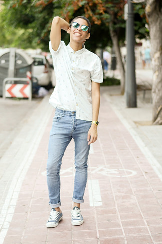 How to wear: green sunglasses, blue low top sneakers, light blue skinny jeans, white and blue print short sleeve shirt