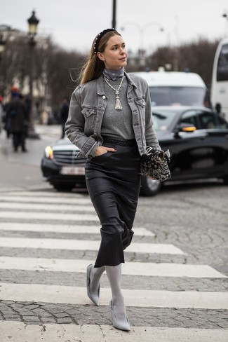 How to Wear a Jacket For Women: Why not make a jacket and a black leather midi skirt your outfit choice? Both of these items are very functional and look stunning worn together. Complement your outfit with grey canvas pumps et voila, your look is complete.