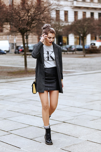 How to wear: black leather lace-up flat boots, black leather mini skirt, grey print crew-neck t-shirt, charcoal blazer