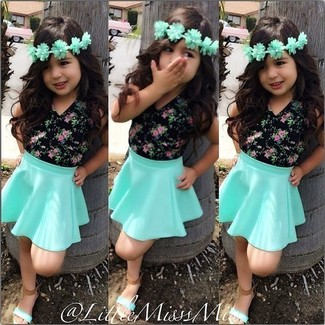 How to wear: mint sandals, mint skirt, black t-shirt