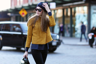 For those of you who like the comfort look, dress in a mustard moto jacket and black skinny jeans. This combo is a pretty good option, especially for autumn, when the temperature is getting lower.