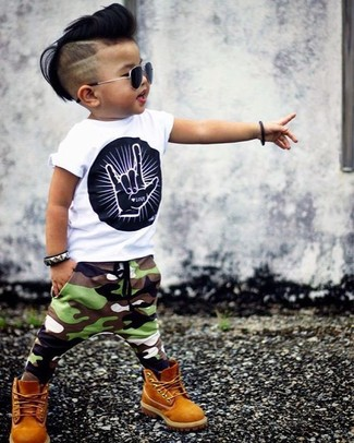 Boys' Looks & Outfits: What To Wear In 2020: Opt for your little one's comfort with this combo of a white and black print t-shirt and olive camouflage sweatpants. Finish this look with mustard boots.