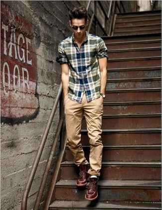 How to wear: navy and green plaid long sleeve shirt, khaki chinos, burgundy leather casual boots, black sunglasses