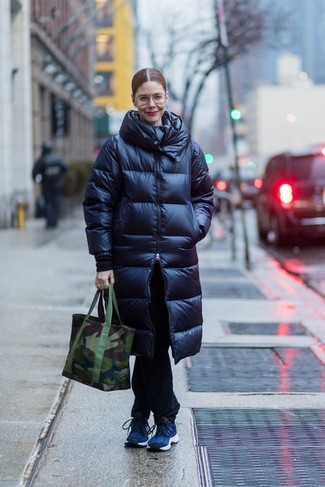 How to wear: dark green camouflage canvas tote bag, navy athletic shoes, black jeans, navy puffer coat