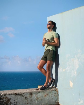 How to wear: navy canvas boat shoes, olive shorts, mint crew-neck t-shirt