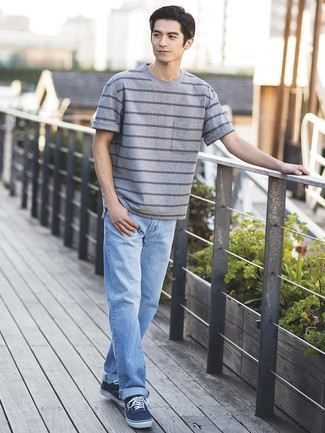 How to wear: navy canvas low top sneakers, light blue jeans, grey horizontal striped crew-neck t-shirt