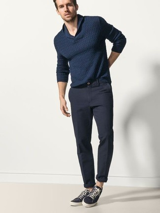 How to Wear Navy Canvas Low Top Sneakers For Men: If the situation calls for an elegant yet neat outfit, dress in a navy shawl-neck sweater and navy chinos. Bump up the style factor of your look by finishing with a pair of navy canvas low top sneakers.