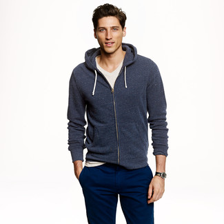How to wear: navy chinos, beige v-neck t-shirt, navy hoodie